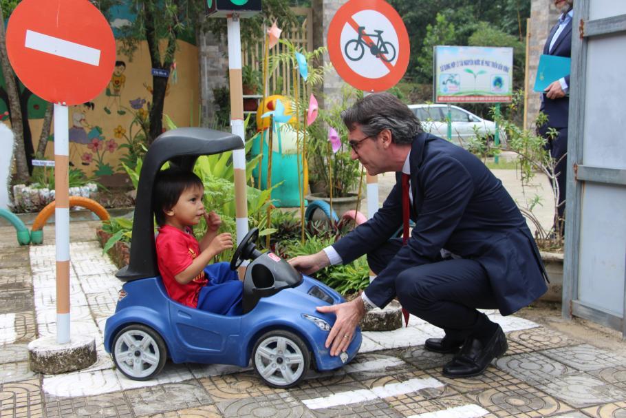 EU Ambassador Aliberti and a preschool child at Ca Dy preschool